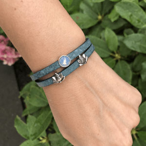 Leren wikkelarmband legion blue met lotus en Swarovski zilver